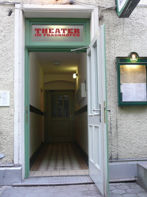 Fraunhofer: Eingang ins Theater