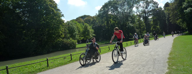 Cyclists and roller wheels in the English garden